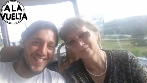 Selfie con una señora en el bondi.