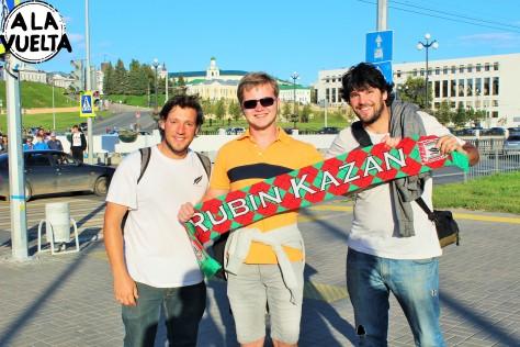 Con la barra brava del Rubin Kazan 2