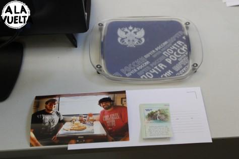 Mandano una carta por correo, como era antes, desde Novosibirsk a Montevideo.