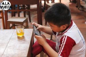 Casi 2 millones de niños trabajan en lugar de jugar.