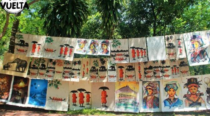 Monjes por todos lados en Laos